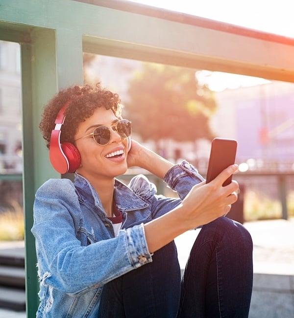 Woman-headphones-600-650